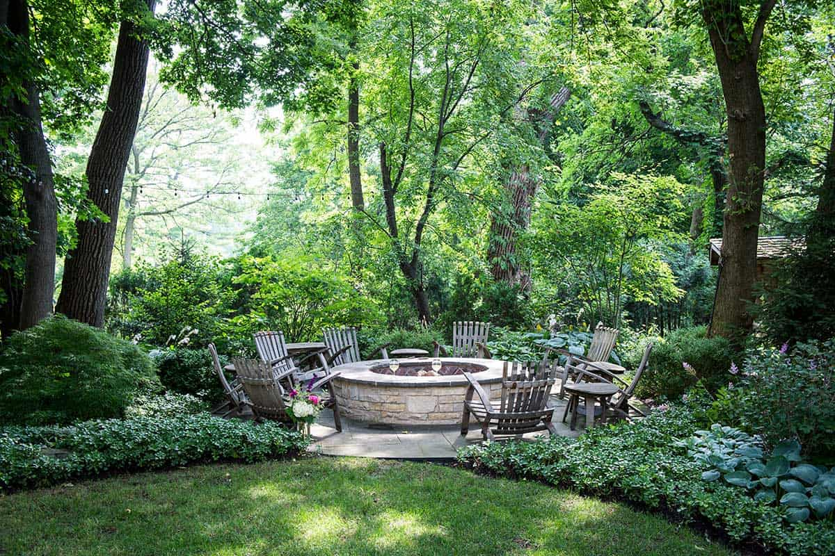 fire-pit-made-of-lannonstone-and-bluestone-glenview-il