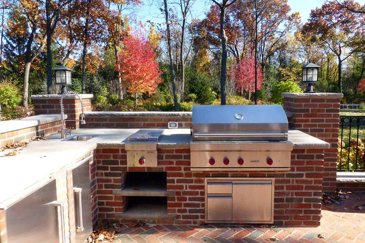 red-brick-built-in-grill-lake-forest-il